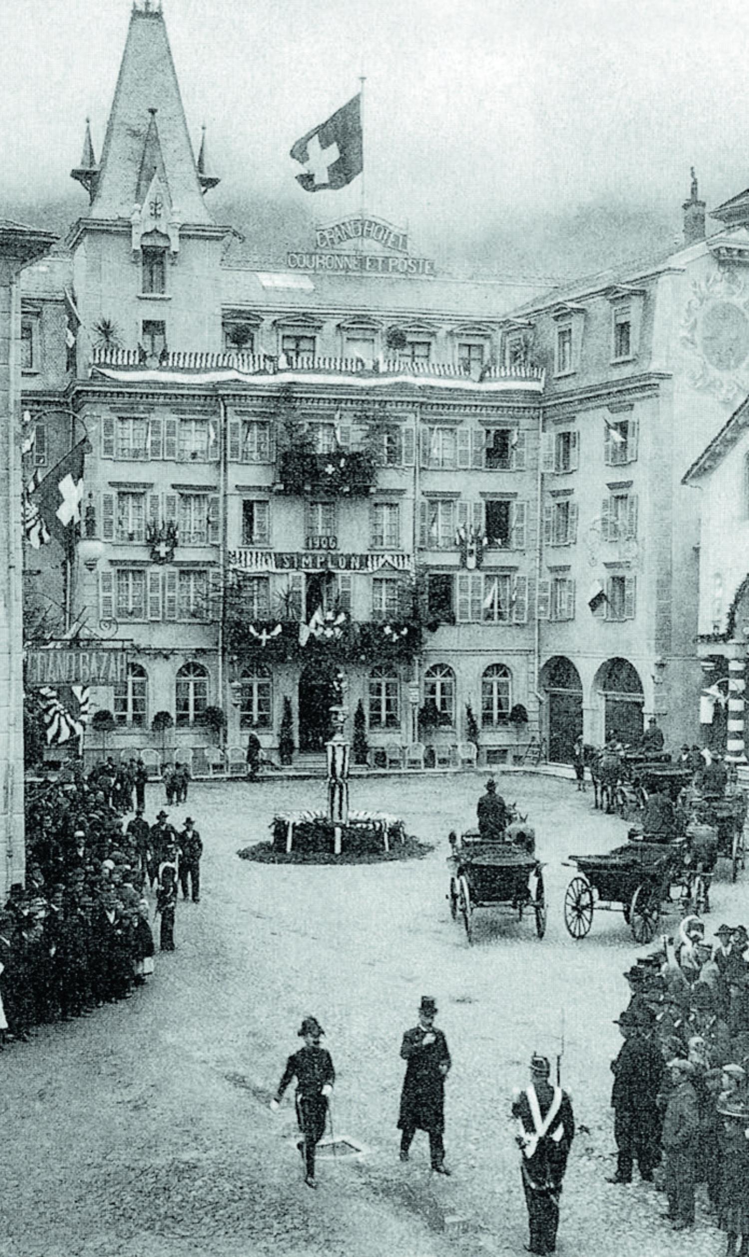 Hotel Couronne et Poste in Brig in seiner  Glanzzeit 1906,  anlässlich der Eröffnung des Simplontunnels,  in welchem Chavez 1910 Quartier bezog