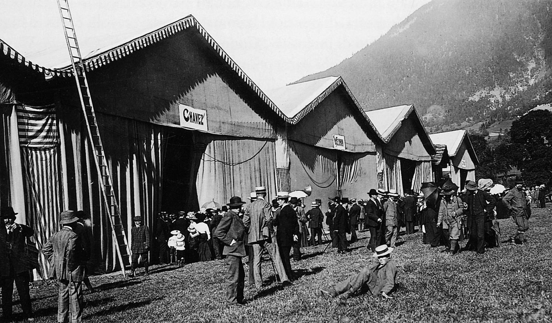 Das Mailänder Komitee liess nur fünf Konkurrenten für den Alpenflug zu, folglich erstellte das Flugkomitee Brig in Ried-Brig nur fünf Hangars