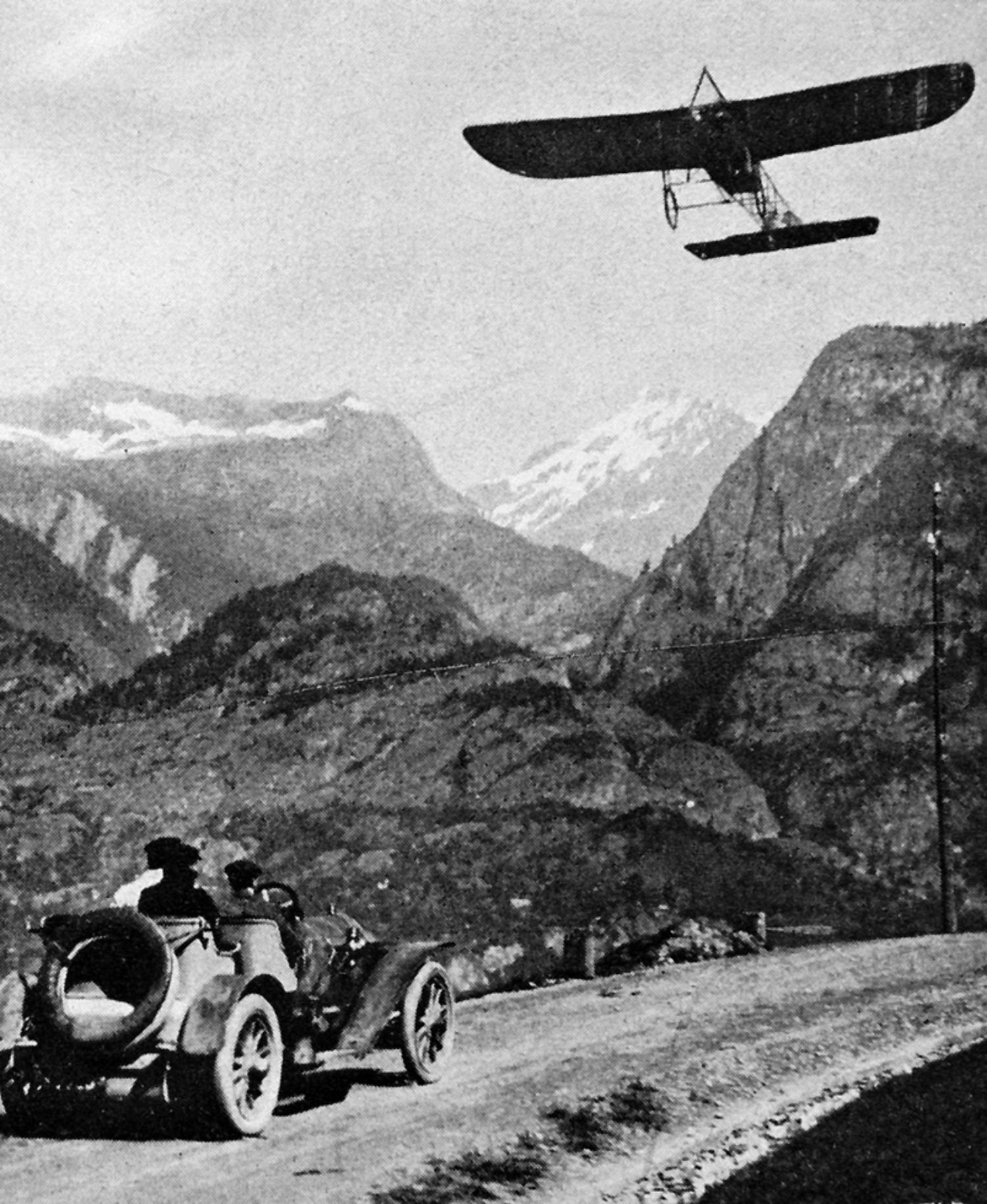 Das epochemachende Ereignis: Chavez  auf dem Luftweg über  der napoleonischen  Simplonstrasse.