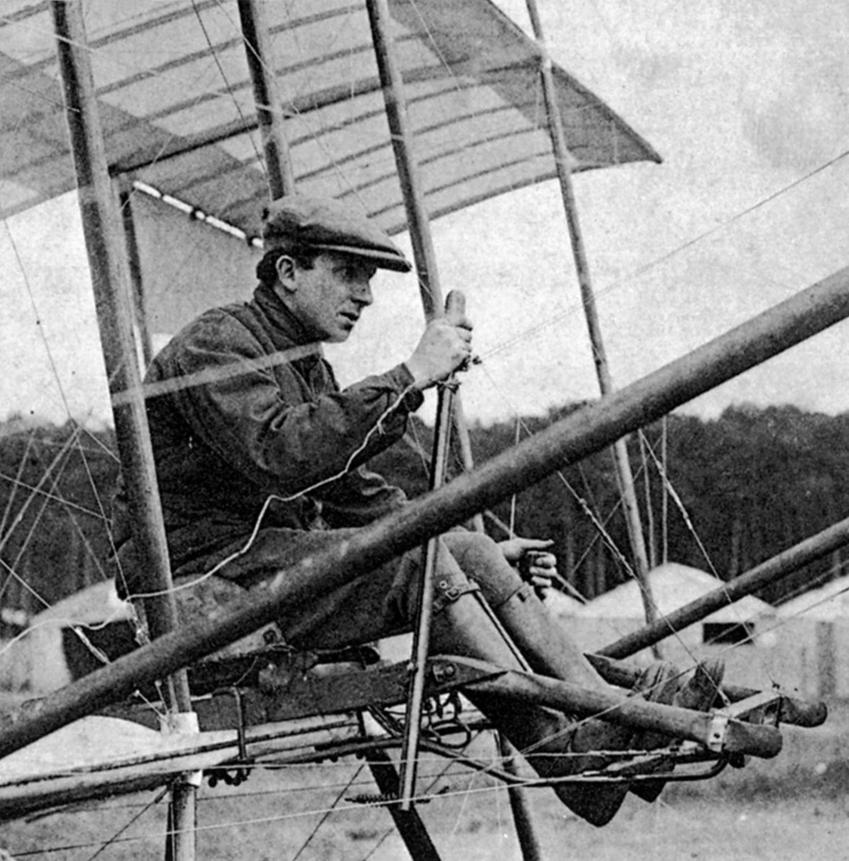 Chavez vor einem Probeflug  im Farman-Doppeldecker